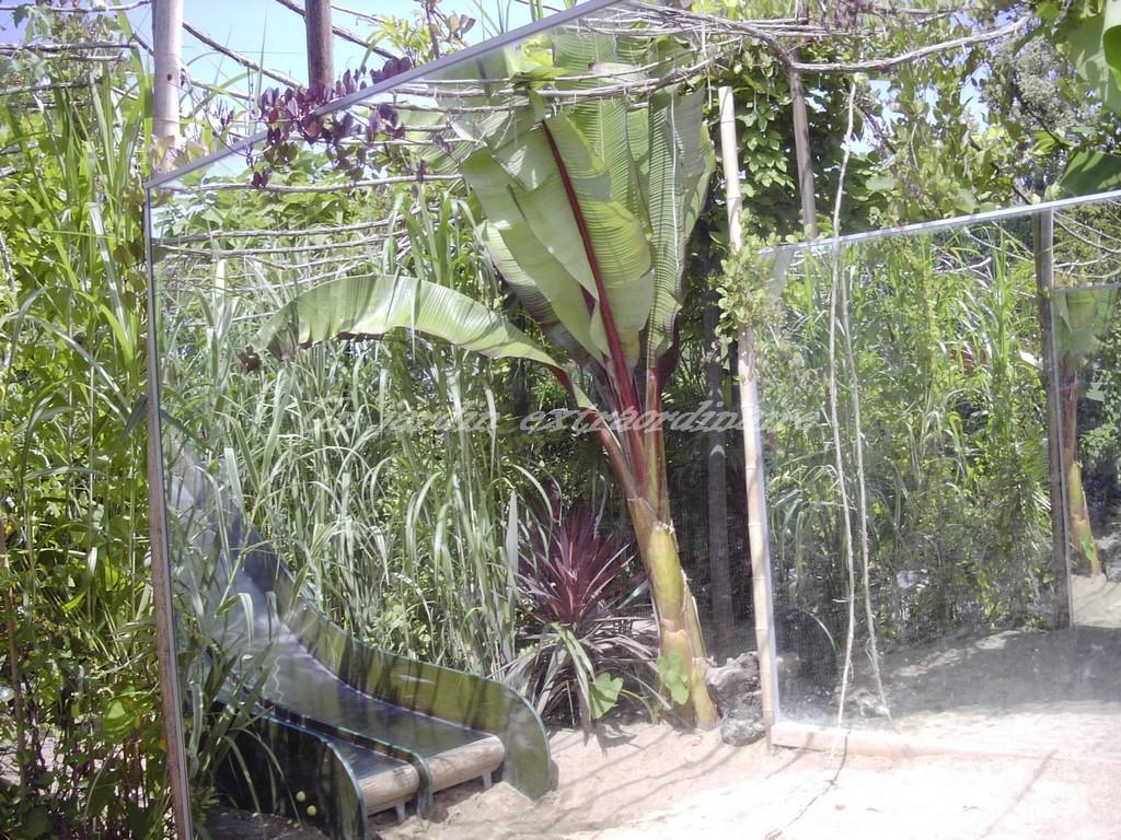miroirs de jardin miroir de jardin sur une terrasse lgant miroir jardin exemple les jeux de. Black Bedroom Furniture Sets. Home Design Ideas
